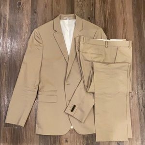 Express Photographer Fitted Suit Jacket and Pants